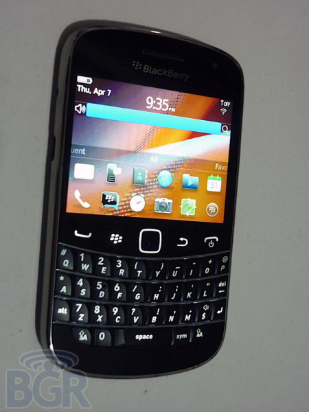BlackBerry Bold Touch 9330 gets Pre-debut Hands-on