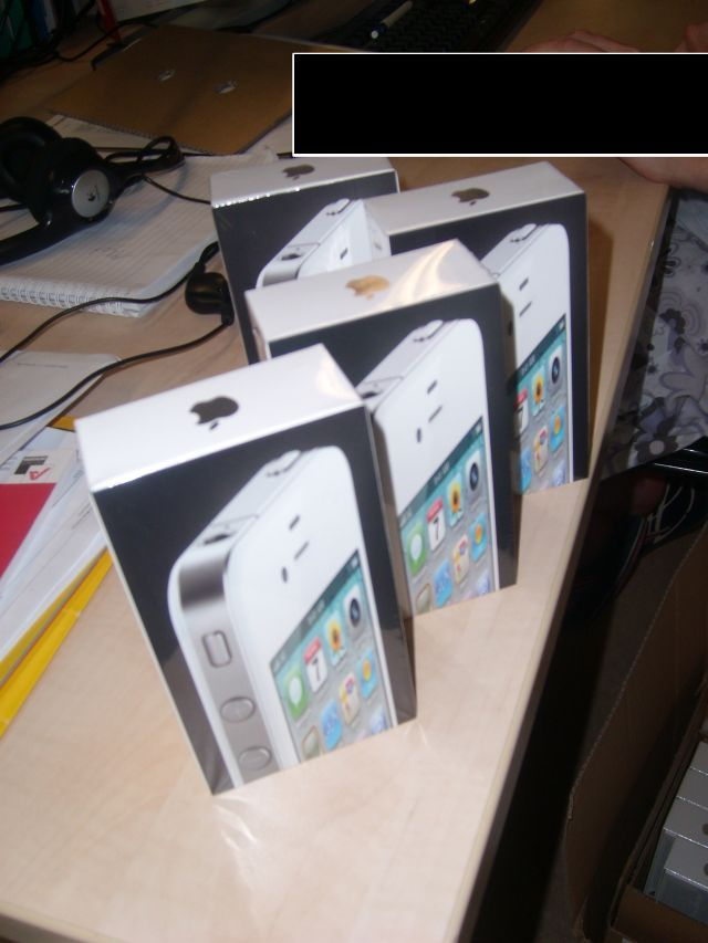 White iPhone 4 Stock hits Belgium first; T-Mobile and KPN Netherlands to sell White iPhone on April 27th