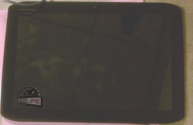 Images of Motorola Xoom 2 spotted; a little Specs too