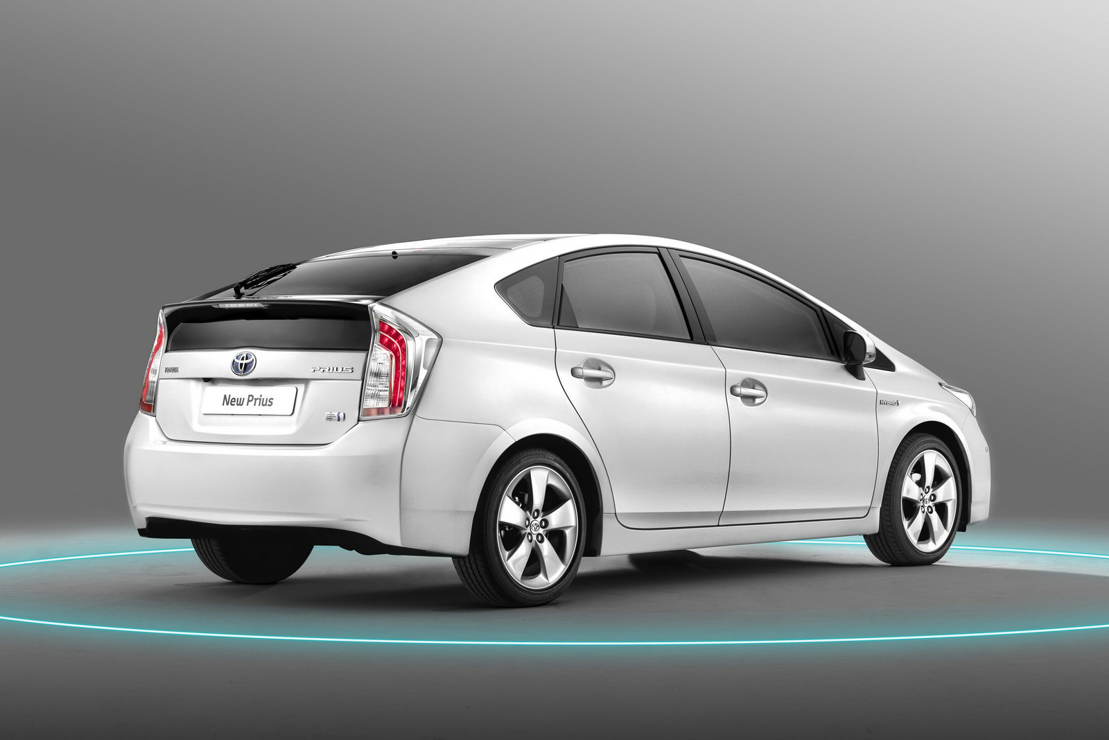 2012 toyota prius plug in hybrid debuts releasing early. Black Bedroom Furniture Sets. Home Design Ideas