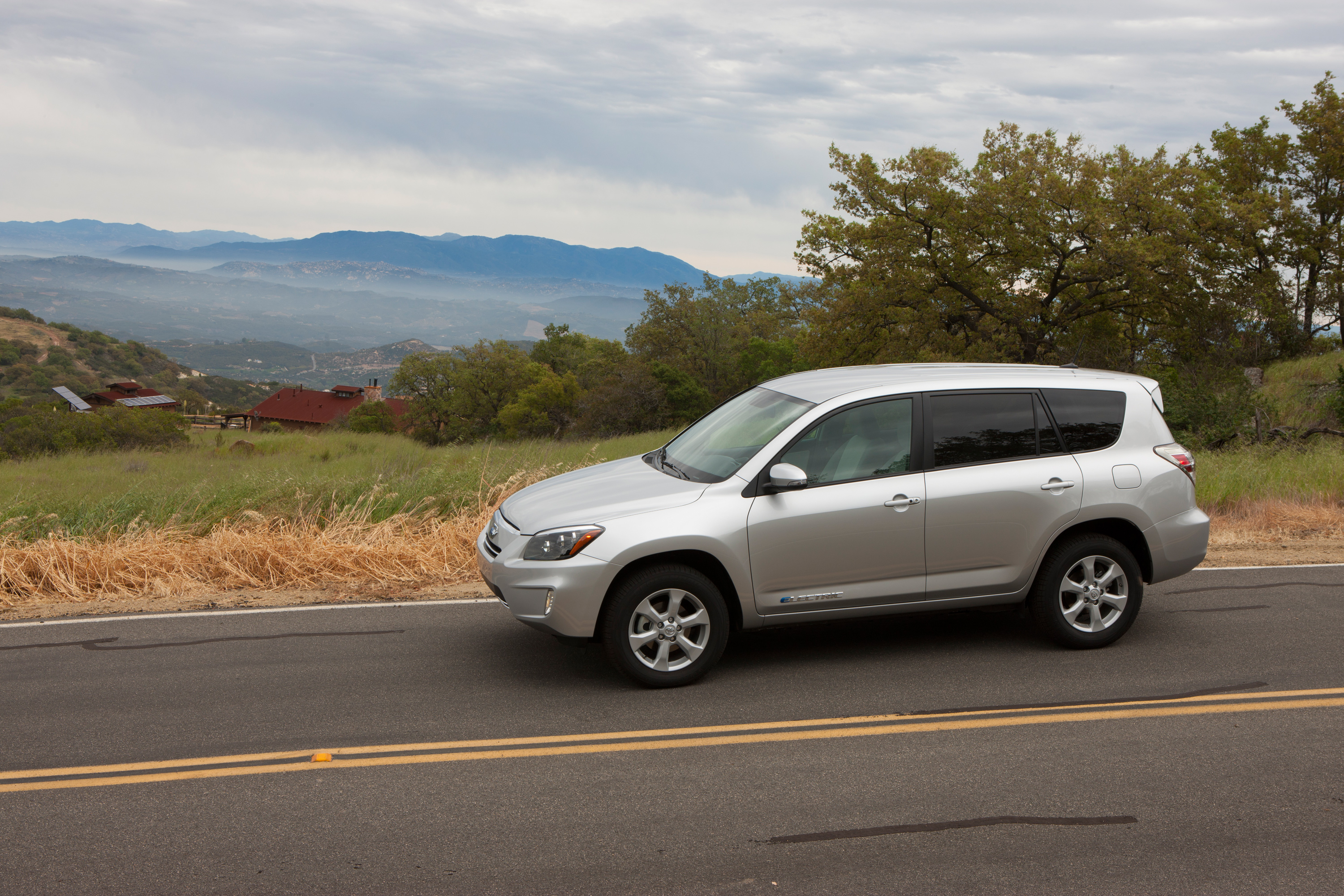 4g-w4_Toyota to release RAV4 EV this Summer; pricing from $49,800 | Tech Prezz