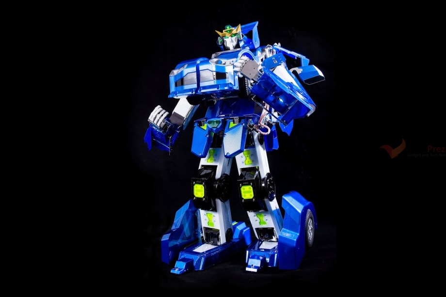 J-deite Quarter is a Transformer that can walk and drive in real life